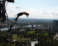 Bungee Jumping Donauturm Wien Von Jochen Schweizer 152 Meter